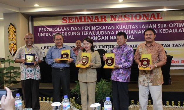 SEMINAR NASIONAL PENGELOLAAN LAHAN SUB OPTIMAL KERJASAMA UPB, UNITRI, UNRAM DAN ASOSIASI BIOCHAR INDONESIA